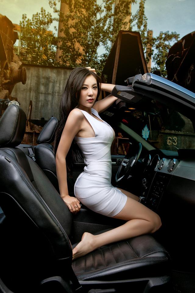 Thiếu nữ lấp ló vòng 1 căng tròn bên Ford Mustang - Ảnh 10.