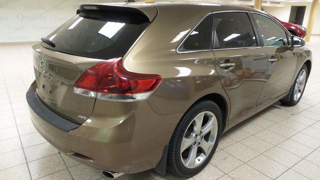 Toyota Venza: Từ Vua xe nhập khẩu thành hàng hiếm tại Việt Nam - Ảnh 1.