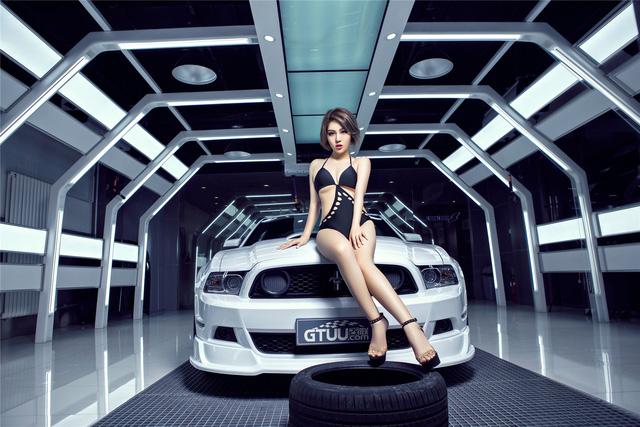 Chan dai nong bong ben Ford Mustang