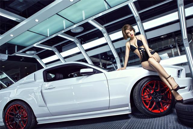 Chân dài nóng bỏng bên Ford Mustang - Ảnh 9.