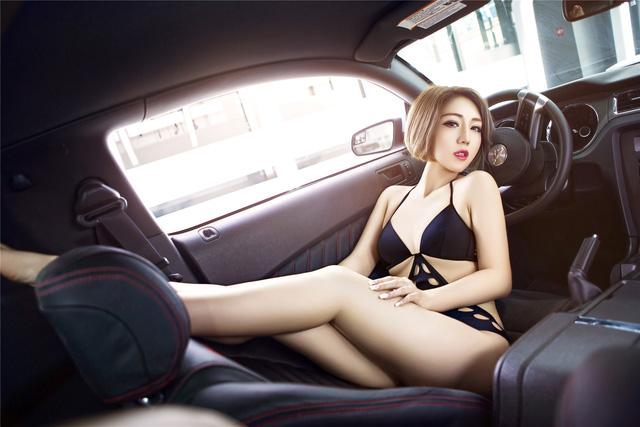 Chân dài nóng bỏng bên Ford Mustang - Ảnh 3.