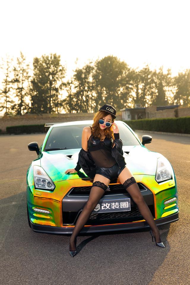 Cô nàng xinh như mộng bên Nissan GT-R - Ảnh 1.