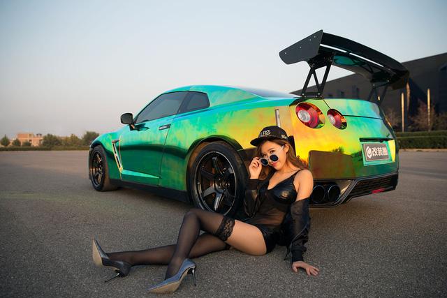 Cô nàng xinh như mộng bên Nissan GT-R - Ảnh 6.