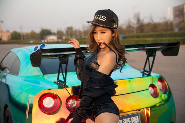 Cô nàng xinh như mộng bên Nissan GT-R - Ảnh 7.