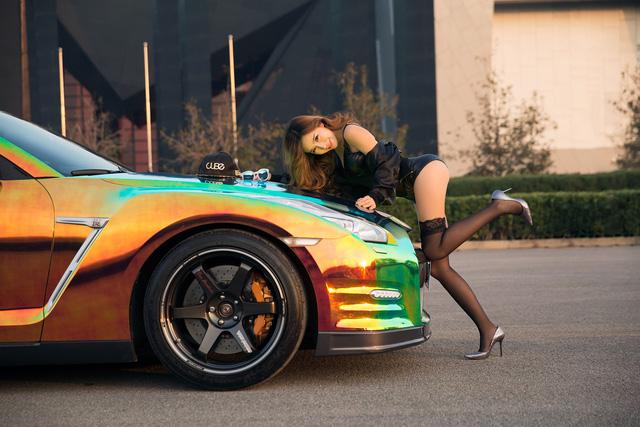 Cô nàng xinh như mộng bên Nissan GT-R - Ảnh 9.