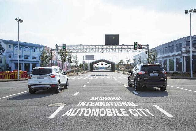 Ford phát triển công nghệ giúp lái xe rẽ trái an toàn nơi giao lộ - Ảnh 1.