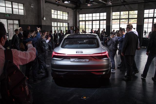 Audi E-Tron Sportback - Đối thủ mới của SUV hạng sang BMW X6 - Ảnh 12.