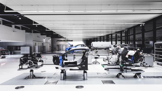 Khám phá nơi những chiếc siêu xe triệu đô Bugatti Chiron ra lò - Ảnh 2.