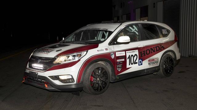 Honda CR-V hàng thửa cho các cựu chiến binh khuyết tật trên đường đua - Ảnh 2.