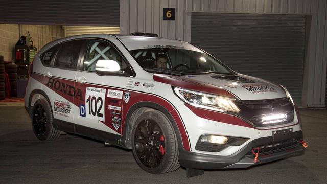 Honda CR-V hàng thửa cho các cựu chiến binh khuyết tật trên đường đua - Ảnh 1.