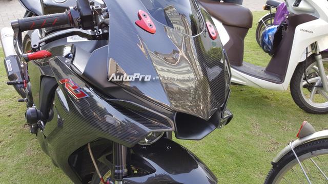Lạ mắt với chiếc Yamaha YZF-R1 độ thân vỏ bằng sợi carbon tại Sài thành - Ảnh 8.