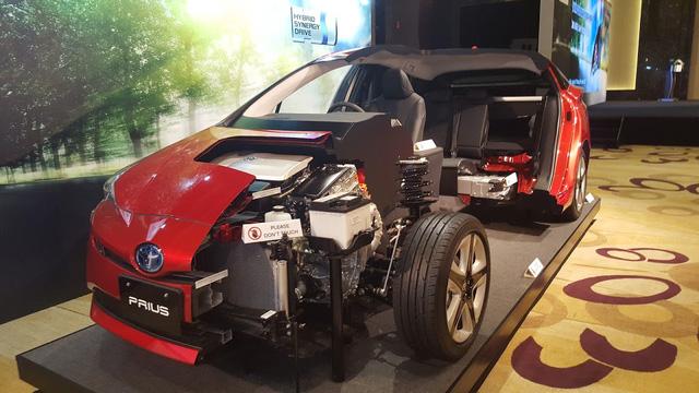 Toyota rục rịch đưa xe xanh siêu tiết kiệm xăng Prius về Việt Nam, chờ ưu đãi thuế - Ảnh 7.