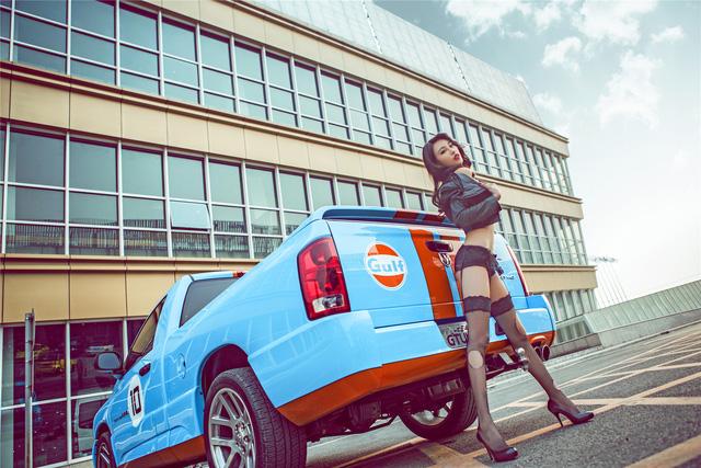 Chân dài eo thon chinh phục bán tải Dodge Ram - Ảnh 9.