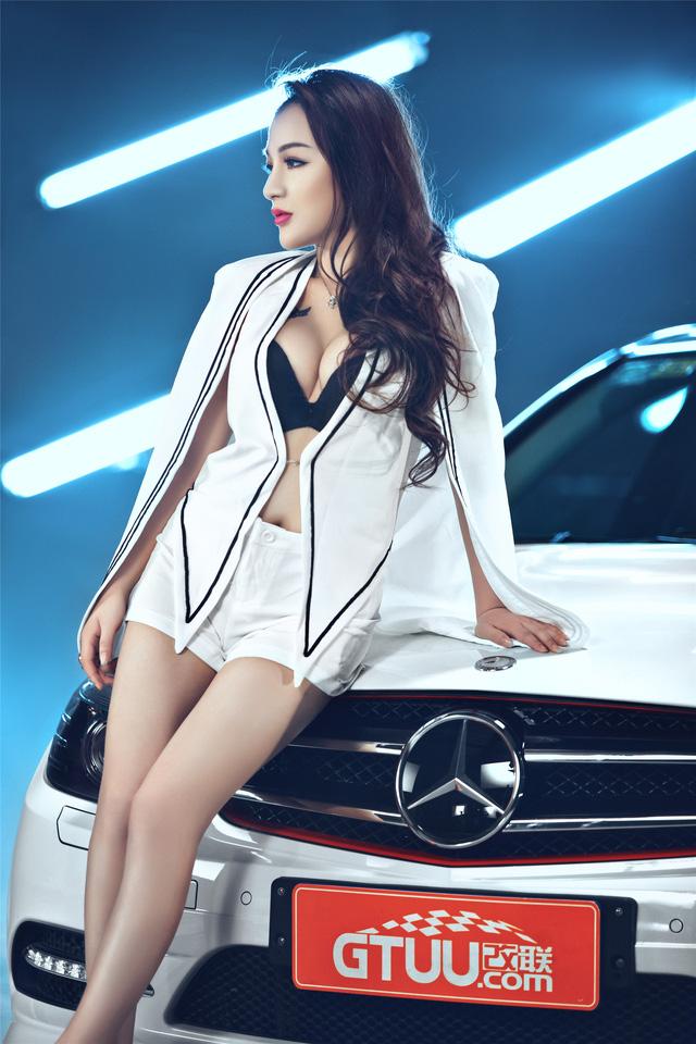 Cô nàng lả lơi bên Mercedes-Benz - Ảnh 9.