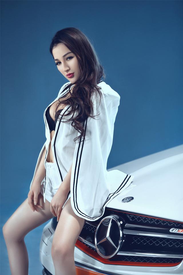 Cô nàng lả lơi bên Mercedes-Benz - Ảnh 8.