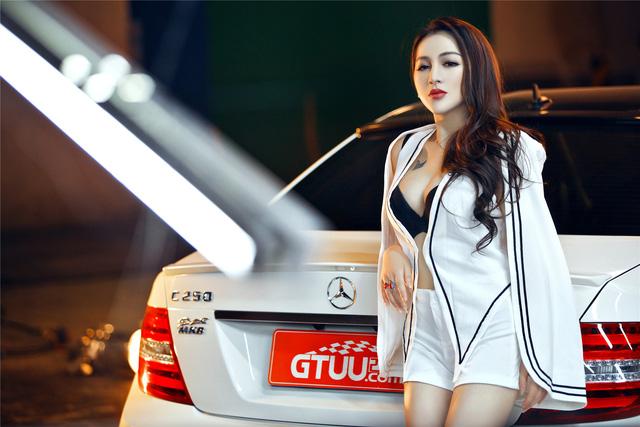 Cô nàng lả lơi bên Mercedes-Benz - Ảnh 7.