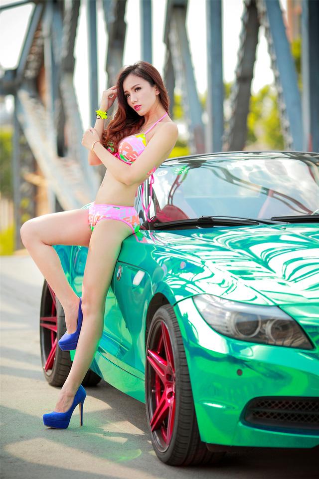 Cô nàng trong veo đầy gợi cảm bên BMW Z4 mạ crome - Ảnh 4.