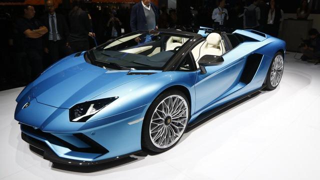 Đây là những hình ảnh nóng hổi về chiếc Lamborghini Aventador S LP740-4 mui trần sắp ra mắt - Ảnh 9.
