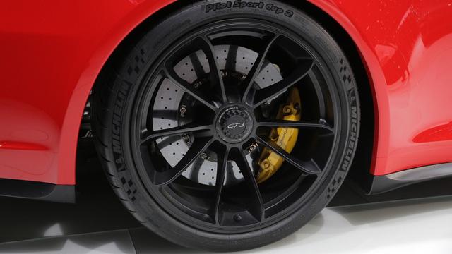 Porsche 911 GT3 2018 chính thức ra mắt, giá từ 3,3 tỷ Đồng - Ảnh 10.