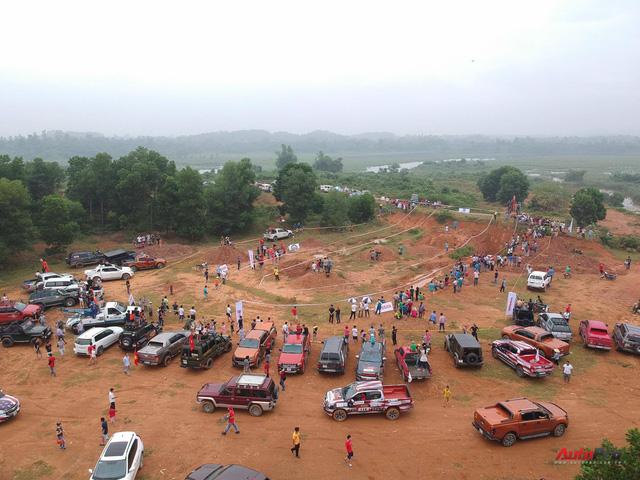 Hàng trăm xe SUV, bán tải hăm hở phá xe tại VOC 2017 - Ảnh 7.