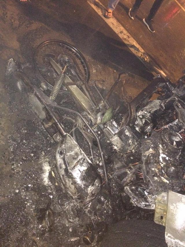 Đâm vào xe độ còn cố bỏ chạy, Honda CR-V phừng phừng cháy giữa đêm - Ảnh 3.