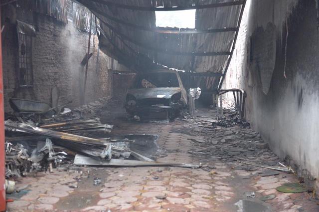 Hà Nội: Cháy lớn tại gara ô tô - Ảnh 3.
