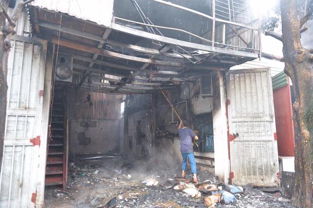 Hà Nội: Cháy lớn tại gara ô tô - Ảnh 2.