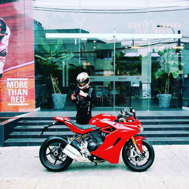 Mô tô đẹp nhất thế giới Ducati Panigale V4 lộ giá và chủ nhân 18 tuổi tại Việt Nam - Ảnh 2.