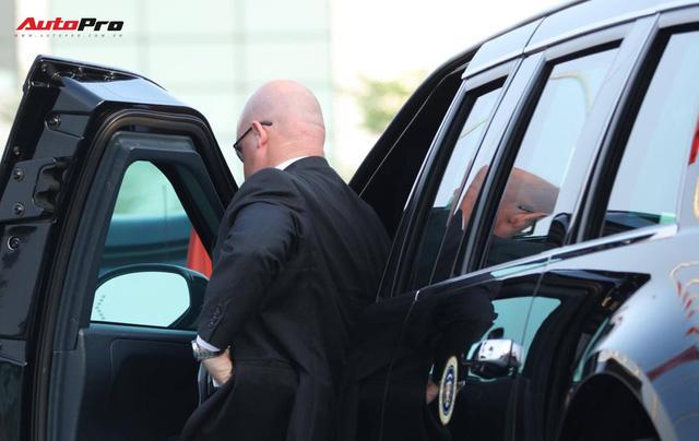 """Cận cảnh """"quái vật"""" Cadillac One đón Tổng thống Donald Trump tại sân bay Nội Bài - Ảnh 9."""
