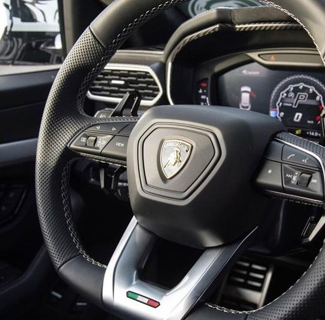 Siêu SUV Lamborghini Urus lần đầu lộ ảnh nội thất - Ảnh 2.