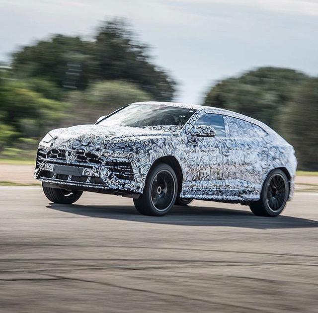Siêu SUV Lamborghini Urus lần đầu lộ ảnh nội thất - Ảnh 4.