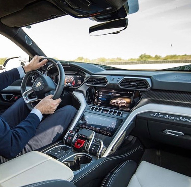 Siêu SUV Lamborghini Urus lần đầu lộ ảnh nội thất - Ảnh 1.
