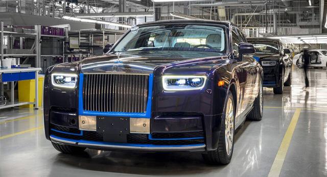 Rolls-Royce Phantom 2018 đầu tiên được đem đấu giá - Ảnh 2.