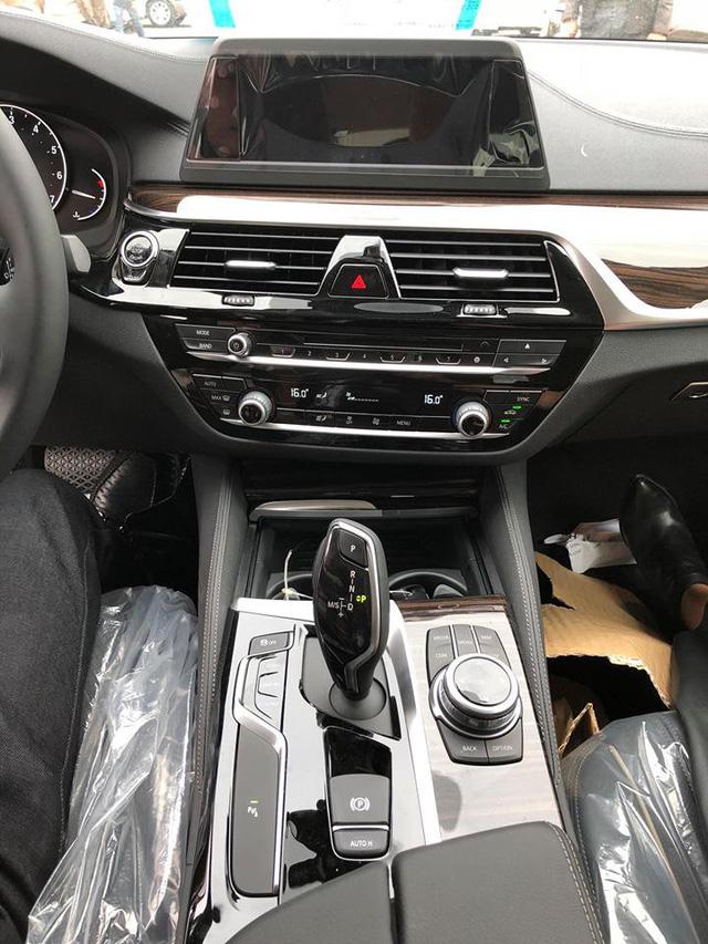 Sedan hạng sang BMW 5-Series 2017 đầu tiên về Việt Nam - Ảnh 12.
