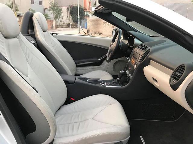 Xe mui trần Mercedes SLK 200 đi hơn 20.000 km rao bán lại chỉ 800 triệu đồng - Ảnh 12.