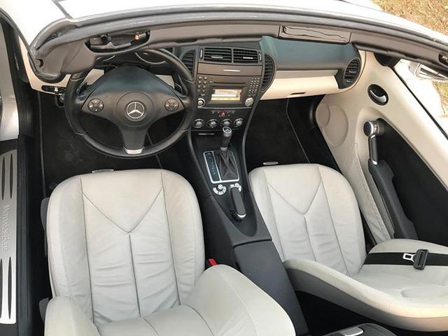 Xe mui trần Mercedes SLK 200 đi hơn 20.000 km rao bán lại chỉ 800 triệu đồng - Ảnh 10.