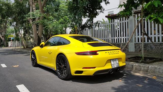 Porsche 911 Carrera GTS 2017 độc nhất Việt Nam ra biển trắng, lăn bánh tại Sài Gòn - Ảnh 1.
