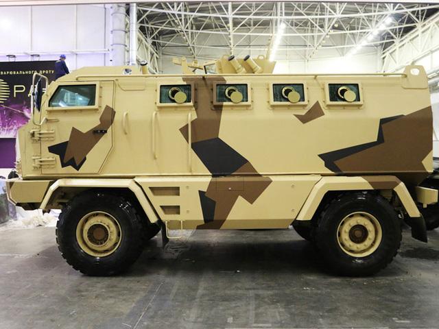 Gặp gỡ krAZ-HULK - xe chở quân chống mìn chuyên dụng - Ảnh 1.