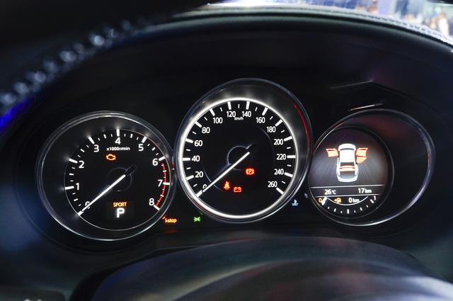 Thách thức Toyota Camry, Mazda6 mới ra mắt với giá 975 triệu Đồng - Ảnh 5.