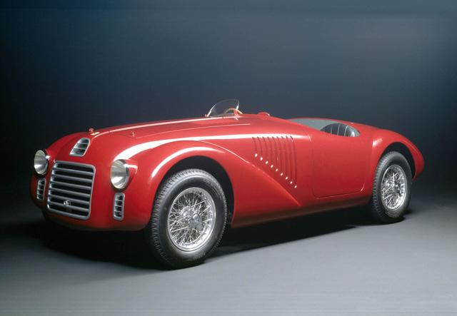 Năm 1947, Ferrari 125S - mẫu siêu xe thể thao đầu tiên của nhà Ferrari với động cơ 12 xi-lanh được ra đời
