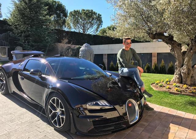 Cristiano Ronaldo tậu siêu xe hàng hiếm Ferrari F12tdf - Ảnh 3.