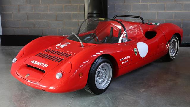 Khám phá bộ sưu tập xe cổ của cha đẻ McLaren F1 - Ảnh 3.
