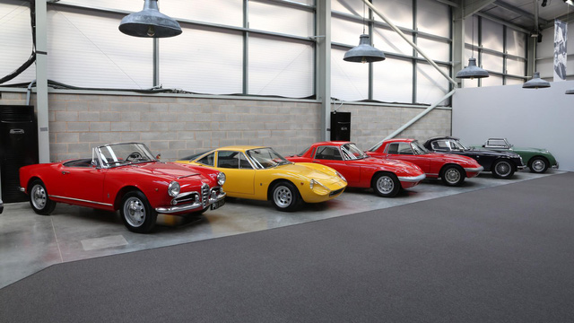Khám phá bộ sưu tập xe cổ của cha đẻ McLaren F1 - Ảnh 2.