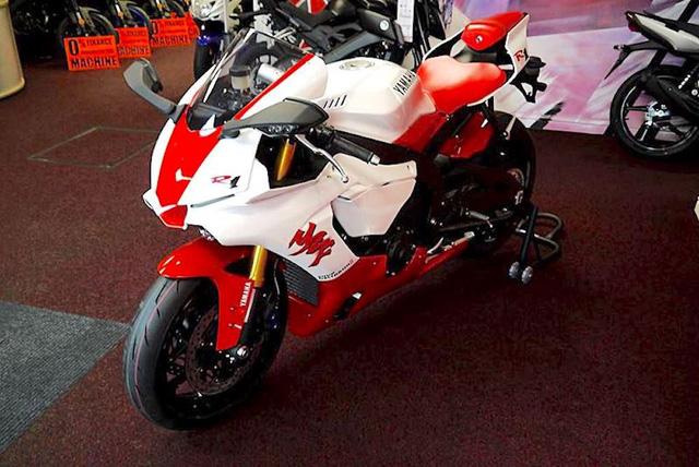 Ra mắt Yamaha R1 bản kỷ niệm 20 năm trở lại thời tiền sử - Ảnh 3.
