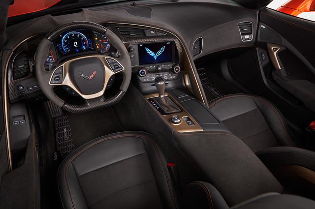 Chevrolet Corvette ZR1 mui trần trở lại sau gần 50 năm - Ảnh 5.