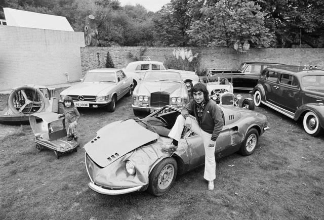 Cái tên Dino được Ferrari sử dụng để ám chỉ những chiếc xe của mình với động cơ đặt giữa