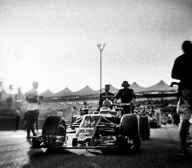 Đường đua F1 đẹp mộng mị qua máy ảnh phim 104 tuổi - Ảnh 10.