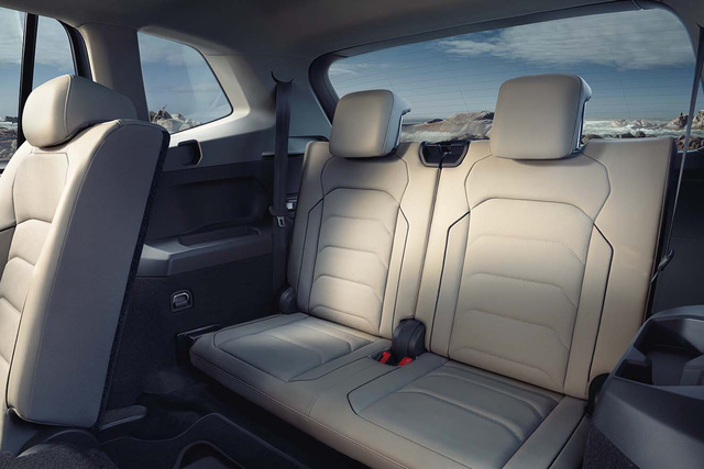 Cạnh tranh Mercedes-Benz GLC, SUV 7 chỗ Volkswagen Tiguan Allspace 2018 có giá 1,7 tỷ đồng - Ảnh 1.