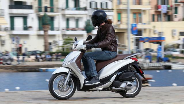 Cạnh tranh Honda SH dịp cuối năm, Piaggio Medley giảm 5 triệu đồng - Ảnh 2.