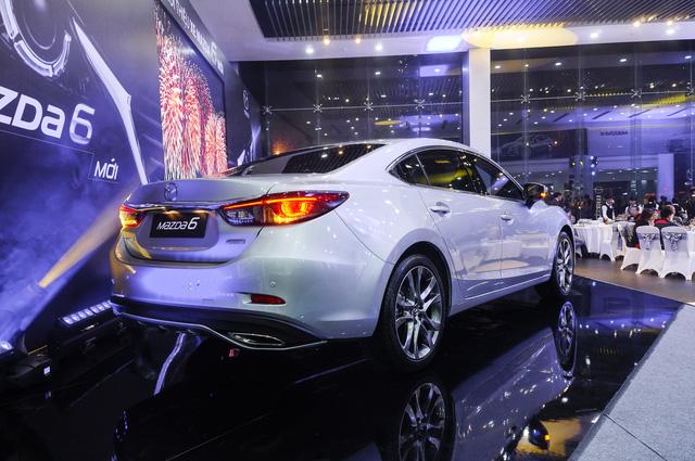 Thách thức Toyota Camry, Mazda6 mới ra mắt với giá 975 triệu Đồng - Ảnh 2.